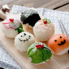 Super Adorable Sushi Balls Decorated For Halloween! Super Easy & Quick And No Big Mess To Clean Up! Perfect As A Halloween Party Treat.