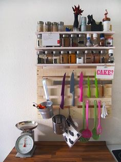 Kitchen Shelf for Spices and Kitchenware #diy #PaletsEnLaCocina