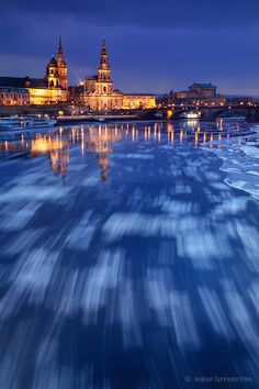 Drifting ice in Elbe River, Dresden, Germany