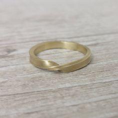 Mobius Hochzeit Band unisex gold Ehering Mobius von LilyandDahlia