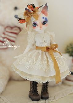 胡蝶 by abenohiya, via Flickr. Pretty!