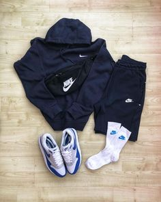 "Pete MacKenzie ✪ on Instagram: ""Winter Blues ❄️... • • • #outfitgrid #nikeessentials #nike #nikesportswear #offspringhqcommunity #sizecollections #g1runners…"""