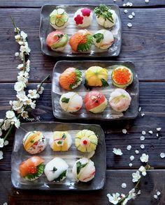日本語⬇️Sushi are not so hard to prepare and you can even do them at home. You don't know from what to start? Ok, you can get some help by watching my You Tube video about Temari-sushi, the prettiest kind of sushi. The link in my bio, enjoy! ! .. 手作り手まり寿司。Youtube で簡単な作り方を紹介しています。私のプロフィールのところのリンクをクリックしてみてくださいね!