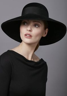 f42f264070c2d R17W35 - Black velour hat with gold oak brooch