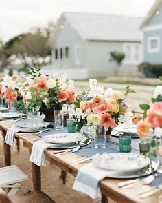 The flowers at our #SouthernWeddingsV8 Texas Sweethearts editorial were chosen to mimic the vivid colors of the sunsets in the Texas Hill Country--in fact, they perfectly matched the sunset on the day of our shoot! See more in #SouthernWeddingsV8 and at tinyurl.com/V8texas. By #BlueRibbonVendor @KilPat, styling and florals by @WithoutWaxKaty, photographed at @StarHillRanch.