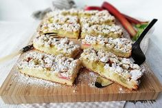 Rebarborový koláč s mrveničkou - Mňamky-Recepty.sk Rhubarb Crumble Cake, Baking Recipes, Cake Recipes, Cakes And More, Great Recipes, Food And Drink, Sweets, Breakfast, Chef Cake