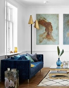 New living room sofa table gold accents 41 ideas Blue Living Room Decor, Living Room Sofa, Living Room Interior, Apartment Living, Living Room Furniture, Living Room Designs, Blue Velvet Sofa Living Room, Navy Blue Velvet Sofa, Blue Tufted Sofa