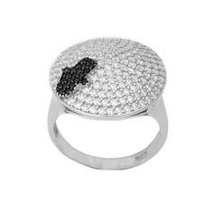 He encontrado este interesante anuncio de Etsy en https://www.etsy.com/es/listing/500804070/anillo-hamsa-de-plata-esterlina