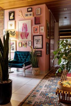 An eclectic 1950s Ranch House #homedesign #vintage #eclectic #ranch