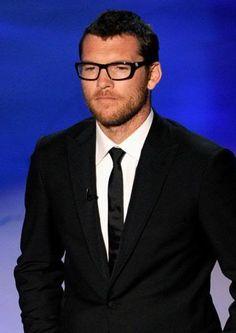 Sam Worthington...in glasses. Awesome.