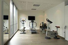 Revalidatiecentrum te Kortrijk #medical #physiotherapy #renovation #practice #gymna #quickstep #reva-K #technogym by architime