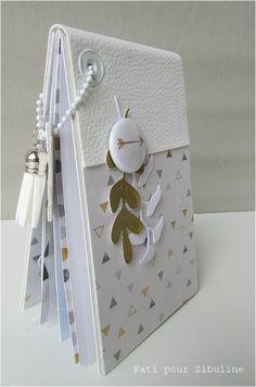 Un mini album par Fati Scrapbooking Mini Album, Baby Scrapbook, Scrapbook Paper Crafts, Scrapbook Cards, Foto Memory, Mini Album Scrap, Mini Album Tutorial, Handmade Books, Mini Books