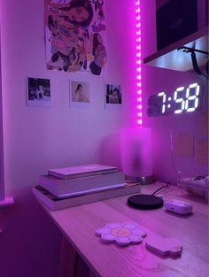 Cute Bedroom Decor, Bedroom Decor For Teen Girls, Pretty Bedroom, Room Design Bedroom, Teen Room Decor, Room Ideas Bedroom, Home Room Design, Bedroom Inspiration Cozy, Retro Bedrooms