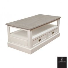 Pent og praktisk Clara sofabord med en rustikk finish. Sofabordet er innholdsrikt med skuffer fra begge sider og hylleplate til blader, tvkontroller, ol.  Topplaten har en antikkgrå, men ikke fullstendig dekkende farge. Fargevariasjon vil derfor være en fremtredende del av hvert enkelt møbel.