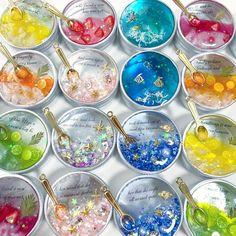 雑貨屋さんがつくるレジンアクセサリーさんはInstagramを利用しています:「新作ぞくぞくできました☺️️🌸 ・ 雨の日は、製作がはかどります🙆♀️✨ ・ 中央下段が新作の「星のカケラ…ジャム」です✨ ・ もはやジャムじゃなくなってきましたΣ😂 ・ 名前募集中です🙇♀️ ・ #レジン #アクセサリーケース #カラフル #海 #ジャム #ジュレ…」 Diy Resin Crafts, Diy And Crafts, Paper Crafts, Bottle Charms, Resin Charms, Kawaii Jewelry, Cute Jewelry, Uv Resin, Resin Art