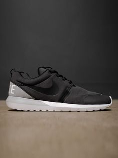 Nike Rosherun NM W SP | Lightweight Natural Motion foam sole