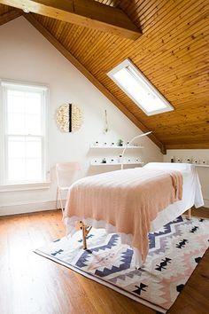 Poppy & Monroe is a natural nail salon and natural beauty boutique in Nashville, TN. Massage Room Design, Massage Room Decor, Ayurveda, Spa Treatment Room, Esthetician Room, Salon Interior Design, Salon Design, Design Design, Clinic Design