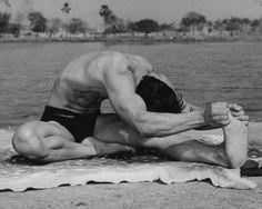 24. Separate Leg Stretching Pose  Janushirasana con Paschimottanasana