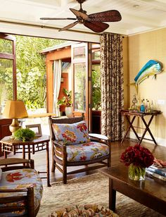 Tropical home decorating