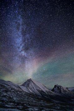 ✯ The Milkyway and a faint aurora over Sørtinden in Tromvik