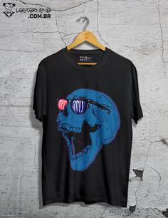 Caveiras me mordam, essa t-shirt é muito irada!     Curtiu? Só clicar e levar👉goo.gl/Mwn9o9