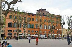 Lucques ou Lucca en Toscane, Duomo San Martino, Torre Guinigi, manisfestations, Italie, photos informations