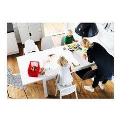 IKEA - BJURSTA, Ruokapöytä, jatkettava, 2 jatkopalaa.Jatkettavassa ruokapöydässä, jossa 2 jatkopalaa, on 4–6 istumapaikkaa. Pöydän kokoa on mahdollista muokata tarpeen mukaan.Jatkopala on helppo laittaa pöytälevyn alle säilöön, kun sitä ei tarvita.Piilolukitustoiminnon ansiosta jatkopalat pysyvät paikoillaan, eikä niiden väliin ei jää rakoja.Lakattu pinta on helppo pyyhkiä puhtaaksi.