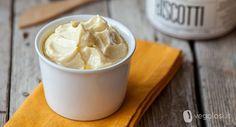 La margarina vegetale si può fare in casa: ecco la ricetta per una margarina davvero vegetale e senza grassi idrogenati.