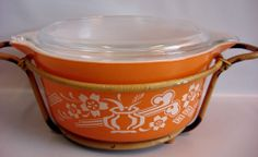 Pyrex RARE Dynasty Orange Vintage Promo 475 Round Casserole Bamboo Glass Lid Vintage Bowls, Vintage Kitchenware, Vintage Dishes, Vintage Pyrex, Vintage Glassware, Disney Mickey, Mickey Mouse, Dish Display, Pyrex Bowls