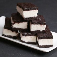 I am obssesed with recipe-Brownie Ice Cream Sandwiches.Tasty have really good recipes! I am obssesed with recipe-Brownie Ice Cream Sandwiches.Tasty have really good recipes! Ice Cream Desserts, Frozen Desserts, Ice Cream Recipes, Ice Cream Cake Recipe Video, Ice Cream Cake Homemade, Ice Cream Cakes, Homemade Ice Cream Sandwiches, Cookies And Cream, Sweet Desserts