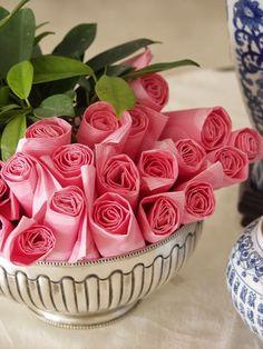 centro de flores de servilletas