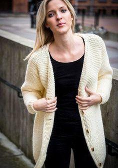 Retstrikket tyk jakke - Gratis opskrift Knitting Blogs, Knitting Projects, Knitting Patterns, Oversized Cardigan, Knit Cardigan, Drops Design, Knitwear, Knit Crochet, How To Wear