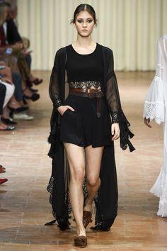 Alberta Ferretti Spring 2017 Ready-to-Wear Fashion Show - Greta Varlese