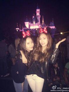 Jessica and Krystal enjoy a fun sister date at Disneyland | http://www.allkpop.com/article/2014/08/jessica-and-krystal-enjoy-a-fun-sister-date-at-disneyland