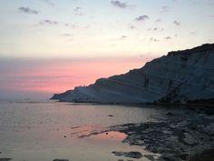 """Scala dei Turchi - Lo spettacolo regalato al tramonto dalla falesia - The show that gives the """"Turkish Steps"""" cliff at sunset."""