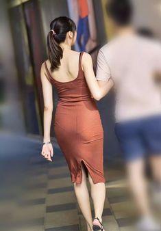 街拍时尚;街拍米色吊带裙翘翘美女 - 老金爱汽车 Dress Skirt, Bodycon Dress, Girls Gallery, Indian Beauty, Girl Crushes, Sexy Outfits, Cool Girl, Asian Girl, Sexy Women