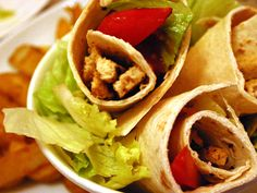 A super tasty spicy quorn, hummus and pepper wrap. Free tutorial with pictures on how to cook a wrap in under 15 minutes by cooking with peppers, tortilla bread, and chili sauce. Inspired by vegetarian and mexican. Lemon Recipes, My Recipes, Favorite Recipes, Tortilla Bread, Taco Wraps, Quorn, Healthy Lifestyle, Spicy, Vegetarian
