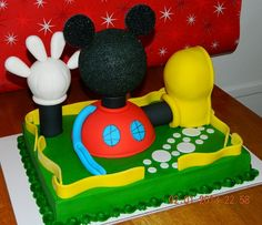 Mickey Mouse Clubhouse Cakes without Fondant | Mickey's hand and shoe are made out of rice crispy treats. The head is ...