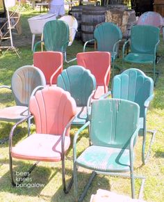 repainted vintage chairs, for garden or patio Vintage Metal Chairs, Vintage Outdoor Furniture, Metal Lawn Chairs, Metal Outdoor Chairs, Porch Chairs, Metal Patio Furniture, Outdoor Decor, Antique Metal, Cute Desk Chair