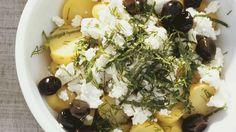 Mit Dill, Petersilie und Zitronensaft verfeinert: Kartoffelsalat mit Feta | http://eatsmarter.de/rezepte/kartoffelsalat-mit-feta