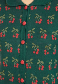 Even after offering your famous fruit pie at your pal's get-together, it's this pine green cardigan that earns you the most compliments! With a Peter Pan collar, red cloth buttons, and a tantalizingly sweet print, this retro layer is the cherry on top of a great party!