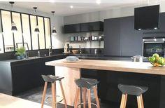 cuisine verrière atelier loft Cuisine noire matte mat #plan…