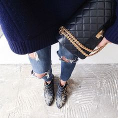 chloe boots and ripped jeans Fall Fashion 2016, Autumn Winter Fashion, Love Fashion, Womens Fashion, Winter Wear, Daily Fashion, Winter Style, All About Fashion, Passion For Fashion