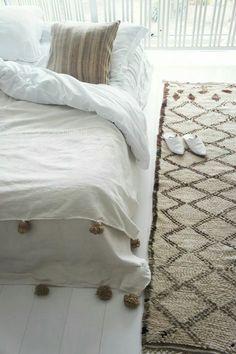 Moroccan Berber blanket + vintage handira pillow + vintage Beni Ouarain www.elramlahamra.nl