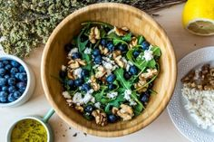 A delicious and healthy Blueberry Arugula Salad, with goat cheese, walnuts and honey dressing, the perfect lunch or dinner for hot summer days.