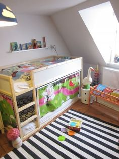 Using ikea's low loft as a bunk bed ikea kura hack, kura bed hack, ike Murphy-bett Ikea, Ikea Kura Hack, Ikea Hacks, Kid Beds, Bunk Beds, Girl Room, Girls Bedroom, Casa Kids, Mid Sleeper Bed