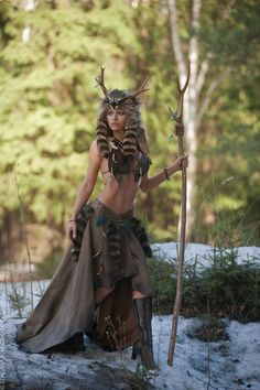 raccoon springbringer forest shaman druid leather fur antler costume - New Ideas Fantasy Women, Fantasy Art, Fantasy Warrior, Fantasy Characters, Female Characters, Beltaine, Body Sculpting Workouts, Character Inspiration, Character Design