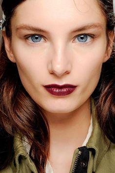 Tendencias maquillaje otono invierno 2013 labios burgundy - Vera Wang