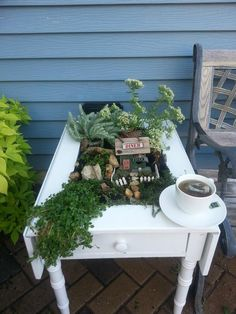 How cute to have a little herb garden in the middle of a table. Now that is thinking outside of the box.