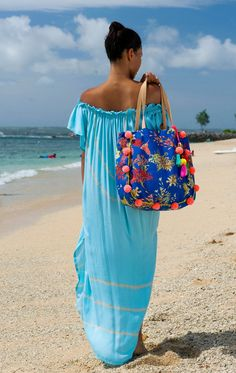 Bags & Handbag Trends: Beach pom pom bag or tassels Beach Yoga bag by Ja . Celebrity Style Casual, Celebrity Style Inspiration, Diy Sac Pochette, Yoga Bag, Diy Handbag, Boho Bags, Summer Bags, Vintage Bags, Fabric Bags